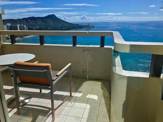 Sheraton Waikiki: View from room/balcony 30th floor