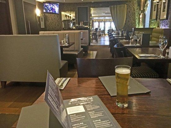 Bridge of Weir, UK: pleasant dining area / bar