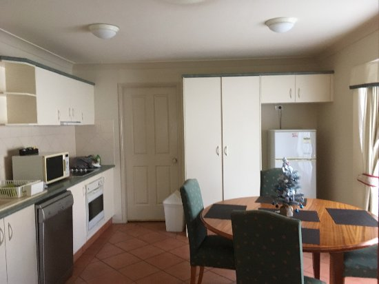 Ashmore, Australia: kitchen and random door that is locked and goes to who knows where