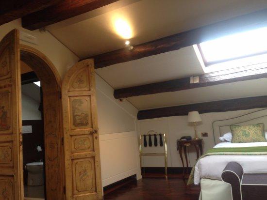 HOTEL OLIMPIA Venice: O quarto possui uma antesala e tem teto em vidro