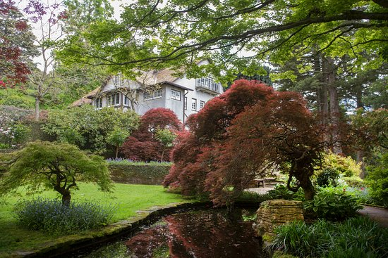 New Plymouth, New Zealand: Tupare house with beautiful maples