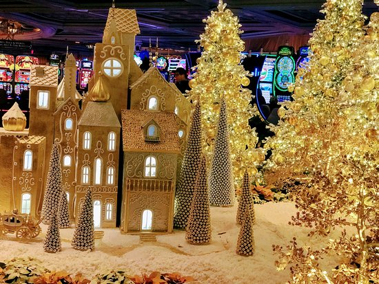 wynn las vegas christmas decoration - Las Vegas Christmas Decorations