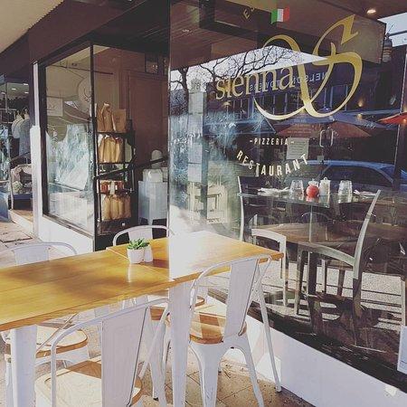 Sienna's Pizzeria Bar & Restaurant