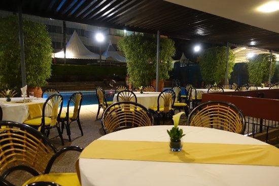 Pool garden restuarant nairobi restoran yorumlar for Pool garden restaurant nairobi
