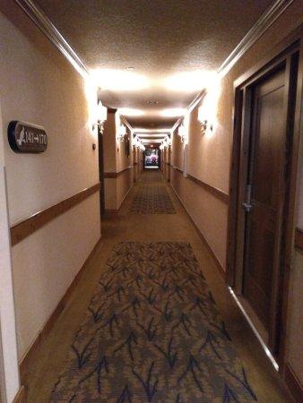 Grouse Mountain Lodge: Hallway
