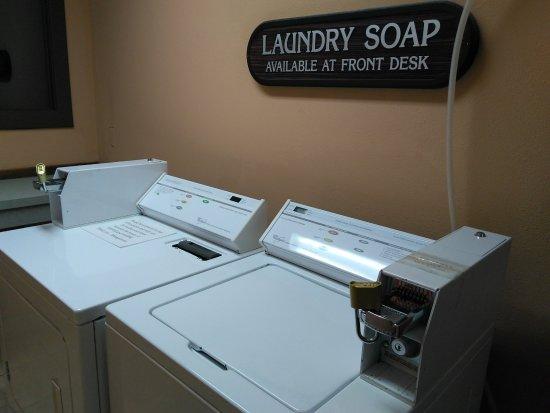 Grouse Mountain Lodge: Laundry area