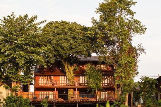 Riverhouse Hotel (The Teak House)