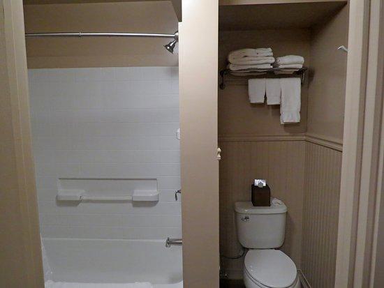Mokihana: clean and fresh bathroom