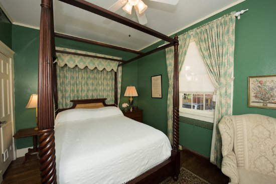 Cedars of Williamsburg Bed and Breakfast: Guest room