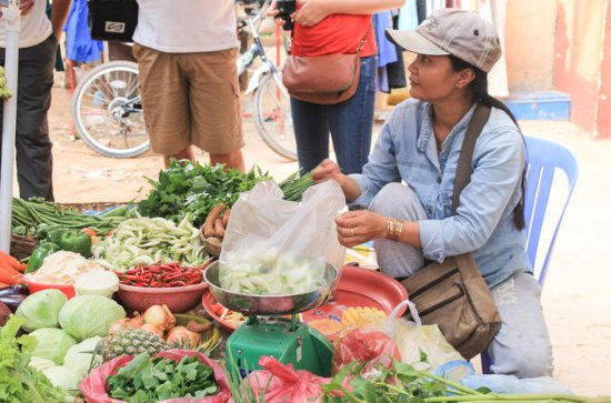 Explore an Authentic Cambodian Market...