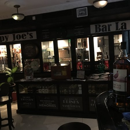 Sloppy Joe's Bar: Rum and cigar counter