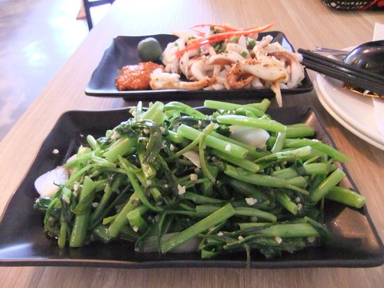 Momma Kong's: Grilled Calamari and Garlic Greens