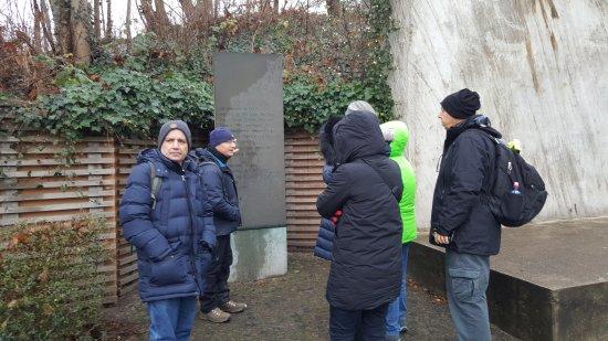 Gablinger Berlin Tours: At the Berlin-Grunewald deportation station