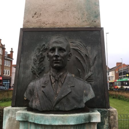 "Lt Col Edgar Mobbs was a Northampton war hero who ""lead from the front"" and died in the service"