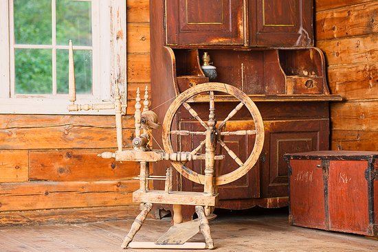 Sandane, นอร์เวย์: A spinning wheel was an important tool for the people living in Nordfjord before. Foto: Ulf Palm
