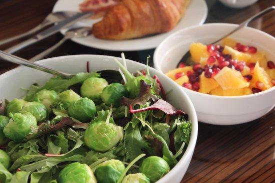 سيتي بريميير للشقق الفندقية: キッチンにはフライパンや鍋、食器、カトラリーなど必要なものが揃っています。