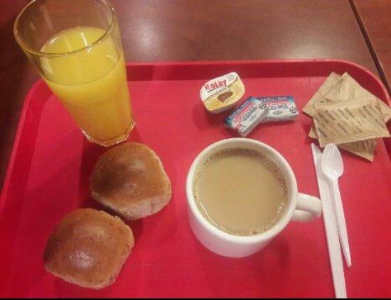 Hostel Suites Florida: Este es el desayuno por el que cobran 50 pesos argentinos por día. . .Sin comentarios. La imagen