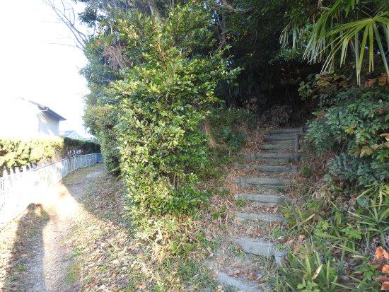 Odaka Green: 丸根砦入口。急な登り階段です。でもすぐに登れます。