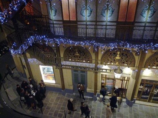 Golden Tulip Hotel Washington Opera: Vue de la chambre sur l'entrée du théâtre du palais Royal
