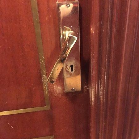 Hotel Ercilla Lopez de Haro: Pomo de puerta en estado precario