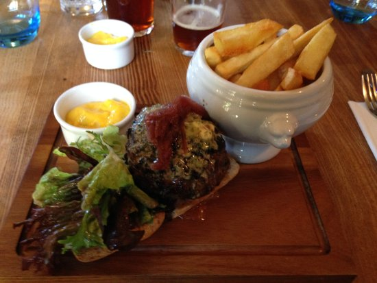 Upton Bishop, UK: Steak burger with Fries