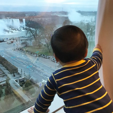 Sheraton on the Falls: We enjoyed our stay! Will definitely cone back!