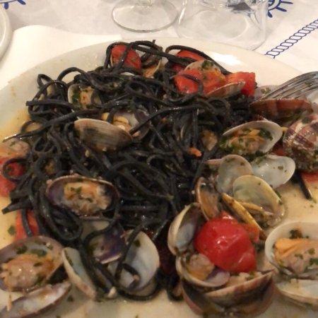 Ristorante ristorante trattoria la lanterna in genova con for Cucina arredi genova