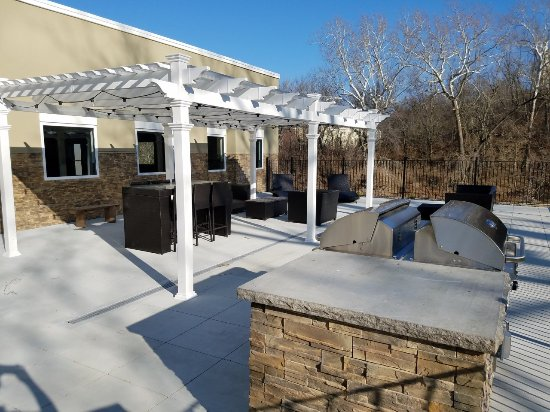 Independence, MO: BBQ Patio