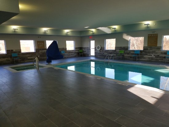 Independence, MO: Indoor pool and whirlpool