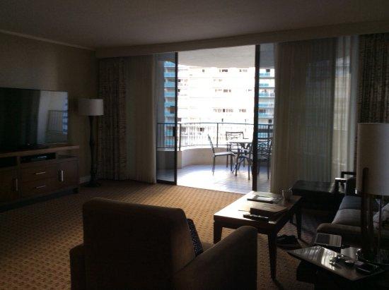 Hilton Hawaiian Village Waikiki Beach Resort: Living room to main patio