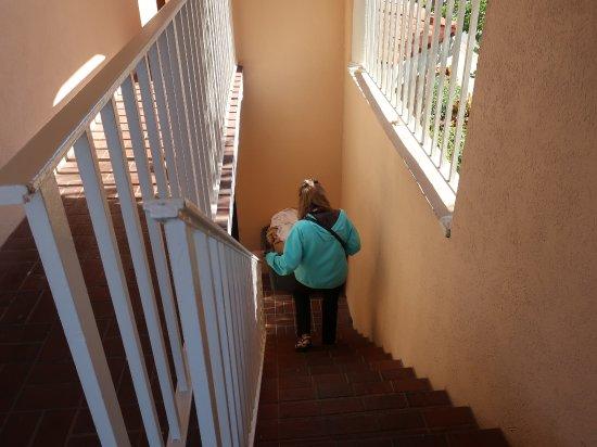 Best Western Spanish Quarters Inn: The stair case is narrow.