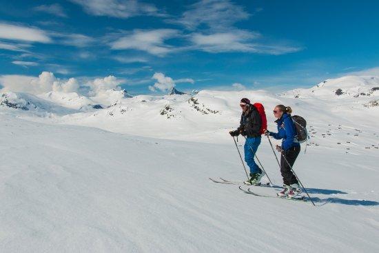 Jotunheimen, Norge: Skiturister på vei opp til Utsikten.