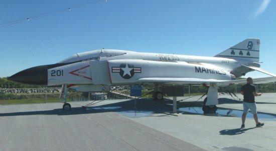 Patriots Point Naval & Maritime Museum: F-4 Phanton no convés de vôo do USS Yorktown.