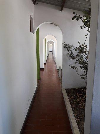 Carmen de Areco, Argentina: corredor desde el cual se accede a las habitaciones
