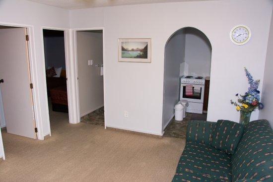 Earnslaw Motel: Living room