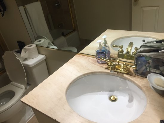The Kensington Park Hotel: Small sink area