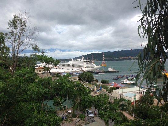 Nha Trang Harbor Apartments Hotel and Villas: view ocean and port.