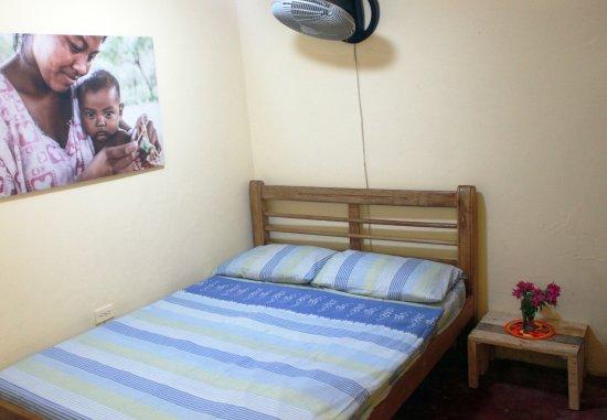 Habitaci n con cama doble privada casaluz bed for Cama doble nina