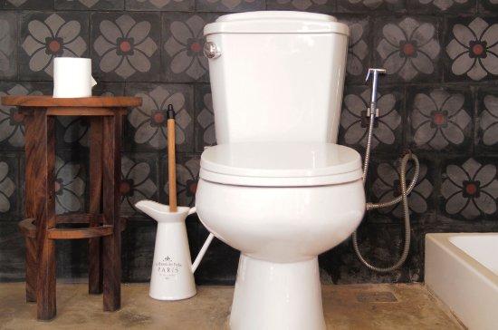 Groovy Orientale All Rooms Fitted With Bidet Toilet Seats Plus Bum Inzonedesignstudio Interior Chair Design Inzonedesignstudiocom
