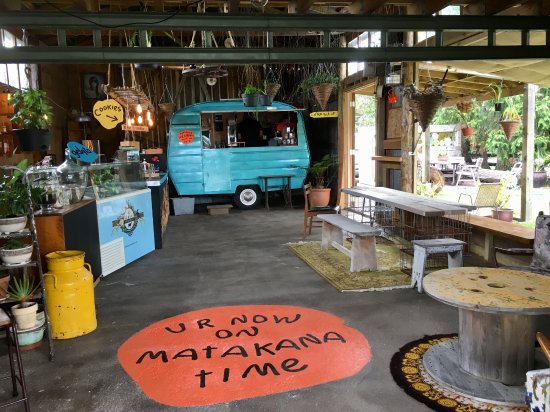 Matakana, Nueva Zelanda: Relaxed, country style ice cream parlour with a cool retro caravan