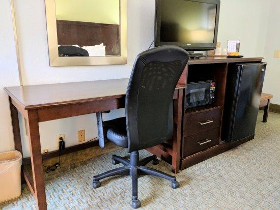 มารีเอสเทอร์, ฟลอริด้า: Desk area without an open outlet to use.