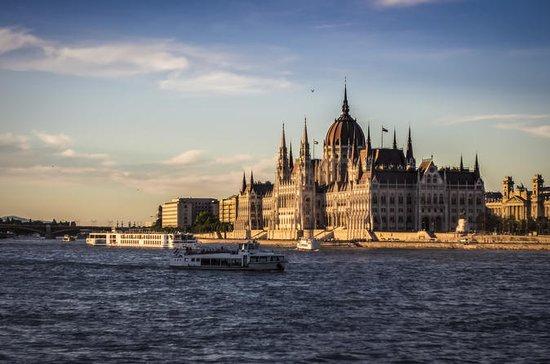 午後7:00からのブダペスト、ドナウ川ディナーおよびクルーズ