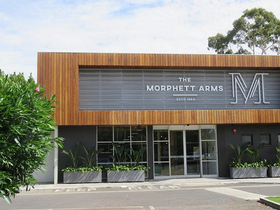 Marion, Australia: An hour or so before their official lunchtime, door was still closed.