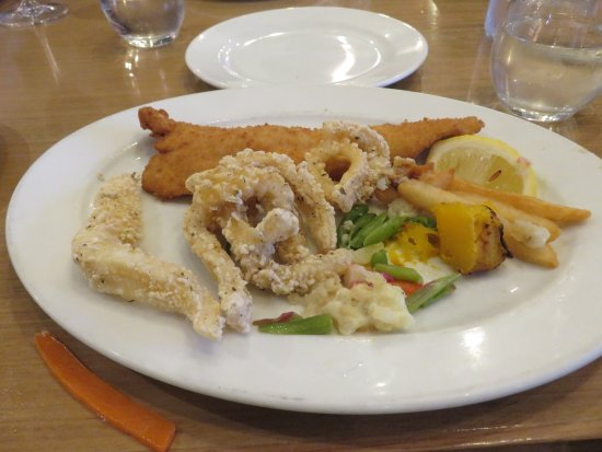 Marion, Australia: My seafood plate was adequate but I have had better.
