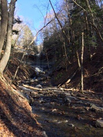 Tully, Estado de Nueva York: Coming up on the falls
