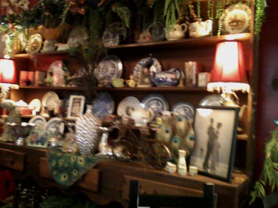 Gore, OK: Decor in tea room.