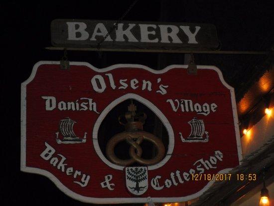 Olsen's Danish Village Bakery: Olsen's at Night