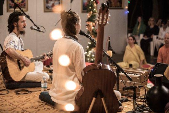 Sivananda Ashram Yoga Retreat: Ajeet Kaur concert