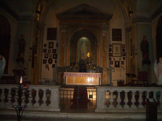 San Quirico dOrcia, Italie : altare maggiore