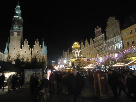 Wroclaw Town Hall : To już 24.11.17 .Zachodnia ściana Ratusza w trakcie Jarmarku Bożonarodzeniowego .